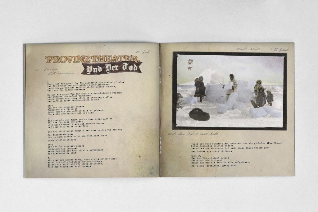 booklet_mockup_2