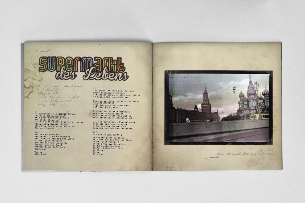booklet_mockup_3